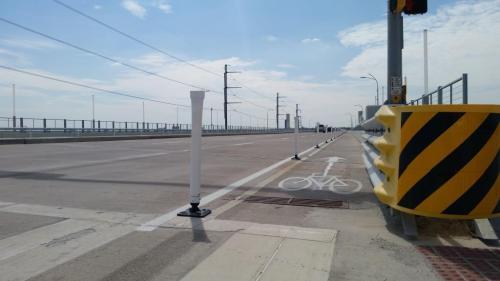 Southbound bike lane at the top of the Sylvan Bridge